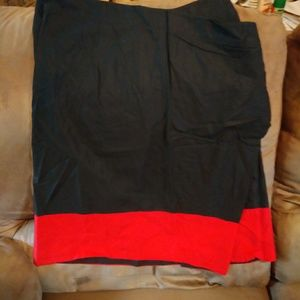DKNY amazing skirt with pocket and red trim